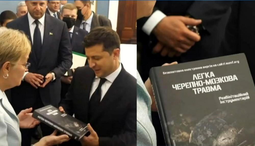 Мария Захарова тонко пошутила про книгу, которую подарили президенту Украины Владимиру Зеленскому
